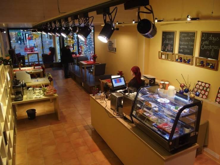 Оформление витрины кафе в городе Турку (Финляндия): Ресторации в . Автор – 33dodo