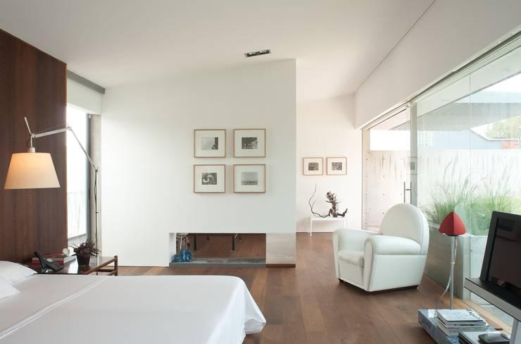 Penthouse Polanco: Recámaras de estilo  por Gantous Arquitectos