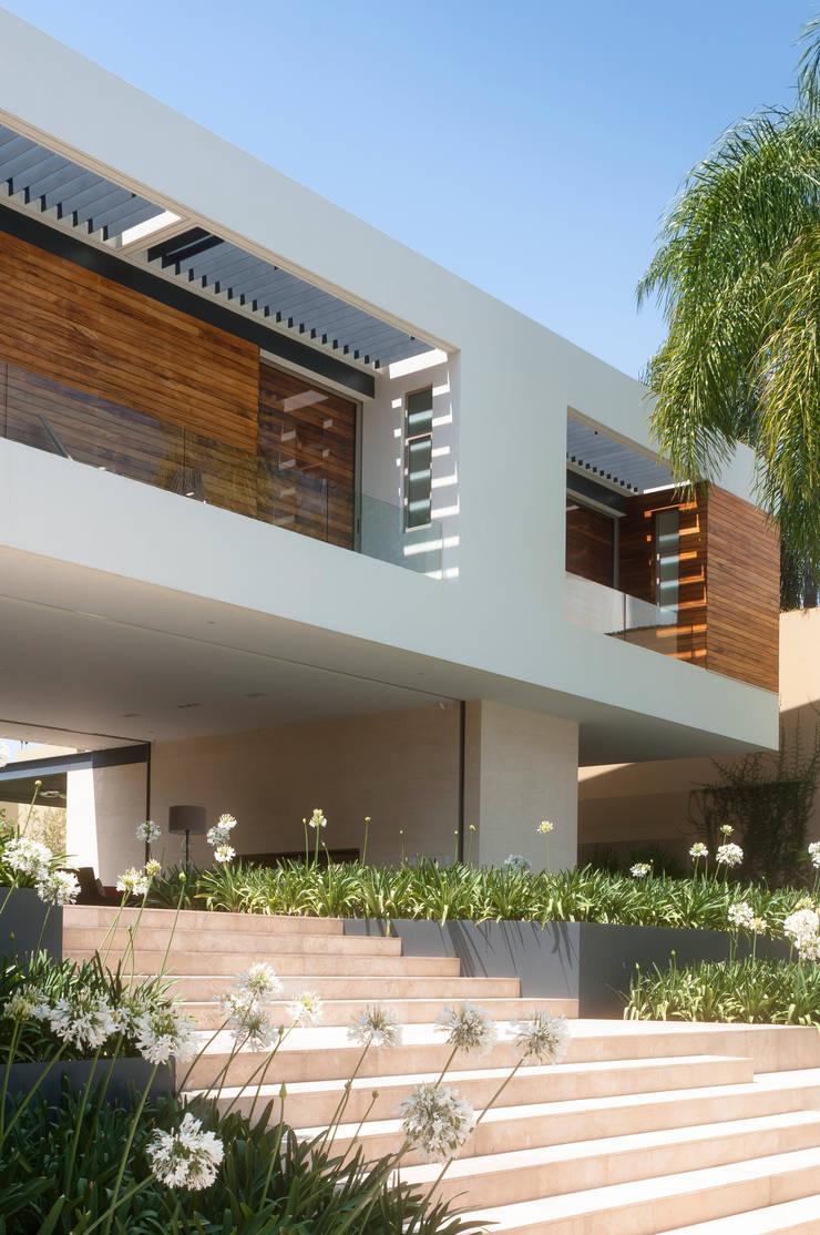 Balcone, Veranda & Terrazza in stile moderno di Gantous Arquitectos Moderno