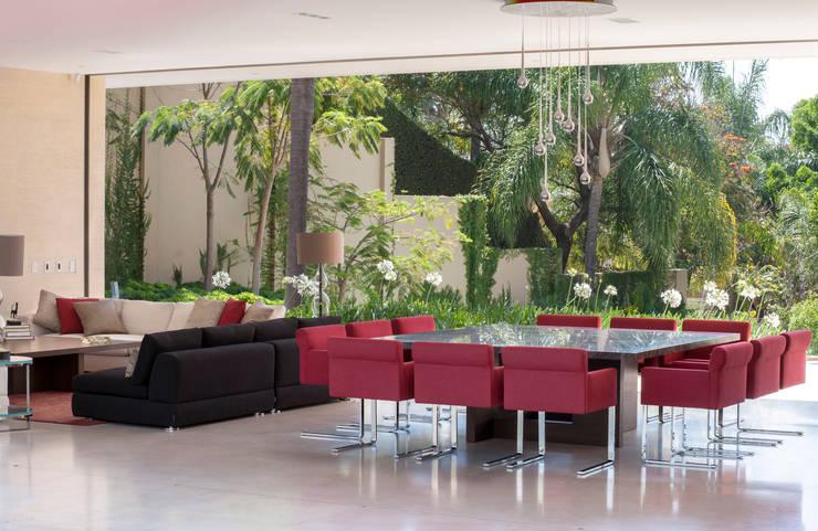 Sala da pranzo moderna di Gantous Arquitectos Moderno