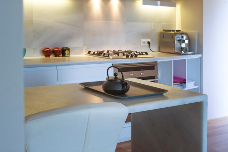Cocinas de estilo moderno por DMP arquitectura