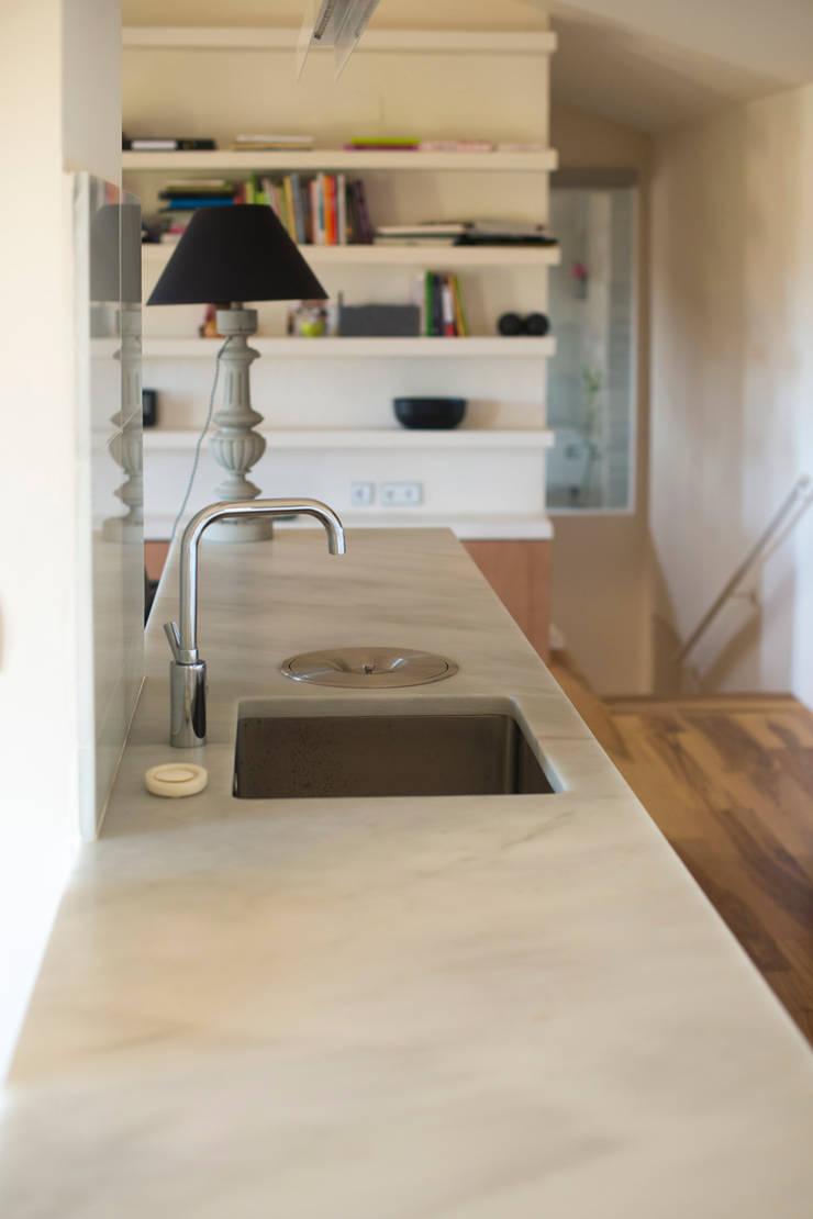 Reforma casa FCN en Onil, Alicante: Cocinas de estilo  de DMP arquitectura