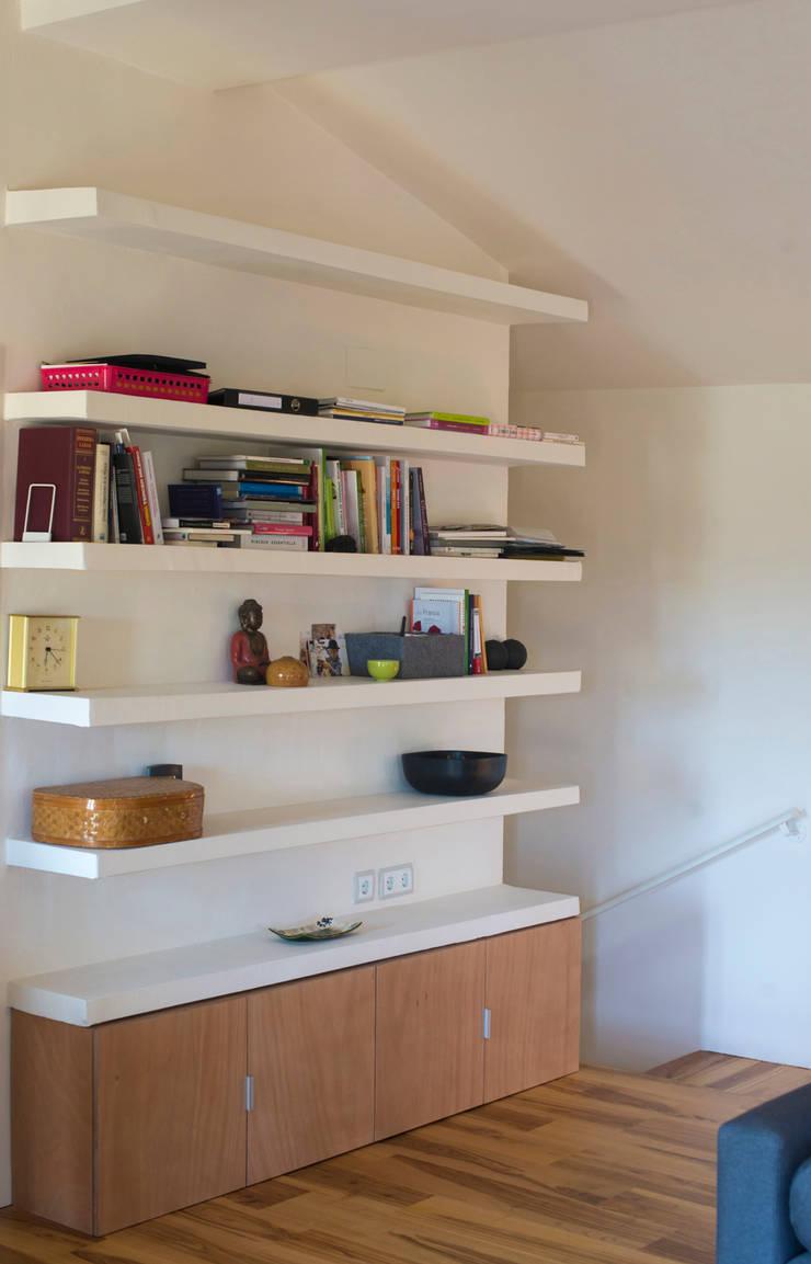 Reforma casa FCN en Onil, Alicante: Salones de estilo  de DMP arquitectura