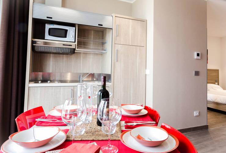 Privilege Apartments: Cucina in stile  di PROJECT AB