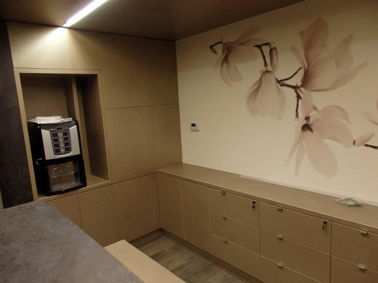 KLINIKA PLASTYCZNA: styl , w kategorii Ściany i podłogi zaprojektowany przez Focus