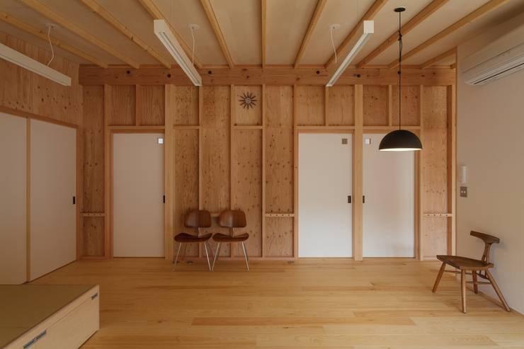 吉永の家: 岸本泰三建築設計室が手掛けたリビングです。,オリジナル