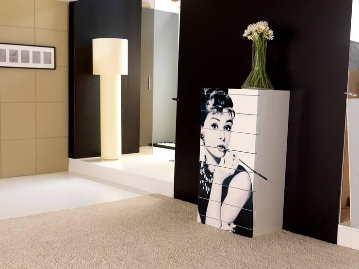 KU- Sinfonier: Dormitorios de estilo  de Muebles Nogal Yecla, S.L.