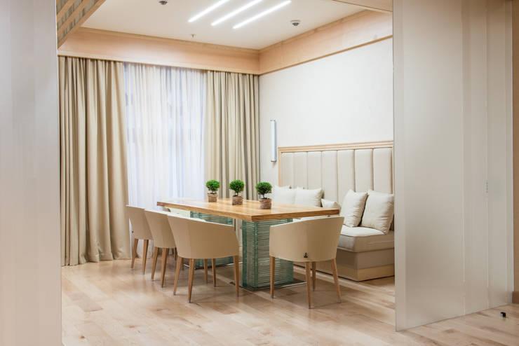 Тёплый песок и ветер странствий: Столовые комнаты в . Автор – Premier Dekor