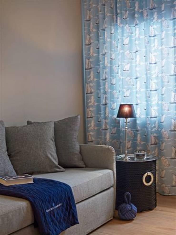 Apartament na Mazurach: styl , w kategorii Salon zaprojektowany przez BBHome Design