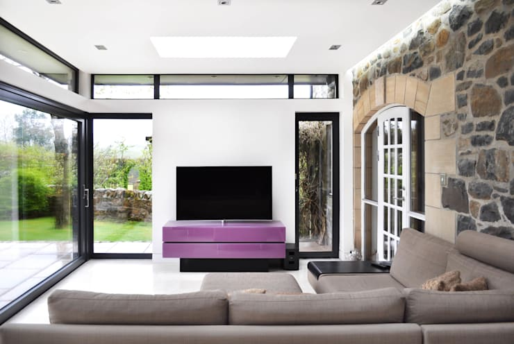 Linlithgow Extension 02: minimalistic Living room by George Buchanan Architects