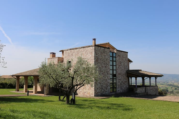 Villa in Campagna ad Assisi: Case in stile In stile Country di Studio di Bioarchitettura Brozzetti Adriano