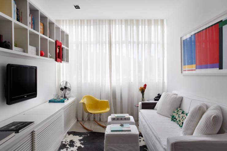 Apartamento Botafogo: Salas de estar modernas por Barbara Filgueiras arquitetura