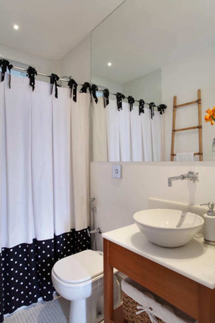 Apartamento Botafogo: Banheiros modernos por Barbara Filgueiras arquitetura
