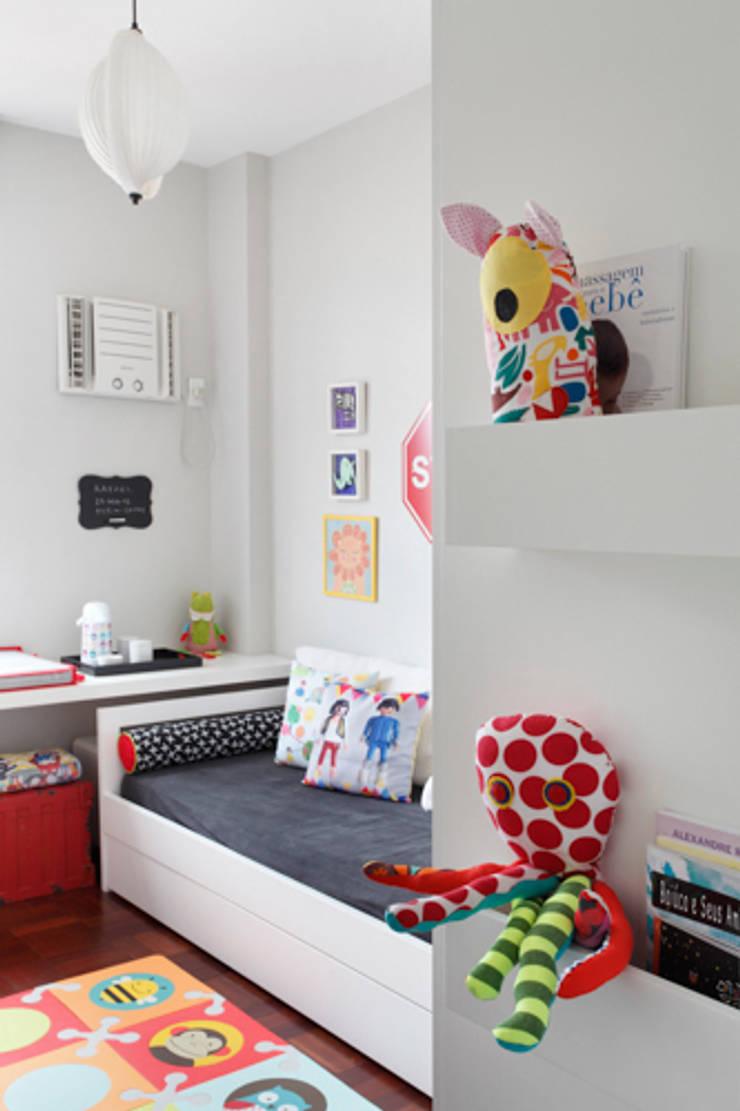 Apartamento Botafogo: Quarto infantil  por Barbara Filgueiras arquitetura