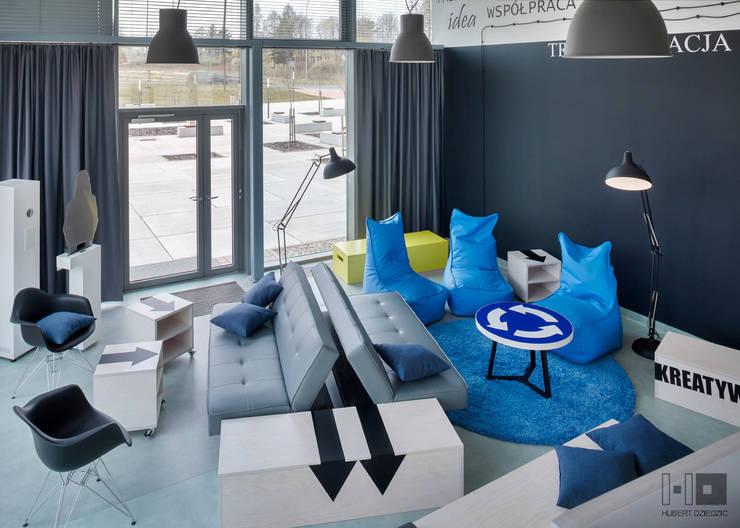 PRZESTRZEŃ BIUROWA - TRANSFEROWNIA: styl , w kategorii Biurowce zaprojektowany przez Hubert Dziedzic Architektura Wnętrz