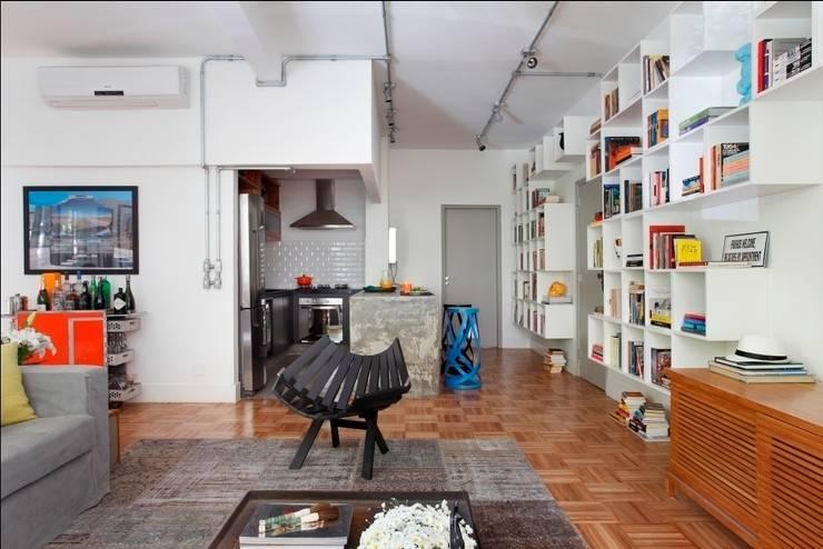 Apartamento Laranjeiras: Salas de estar  por Barbara Filgueiras arquitetura,