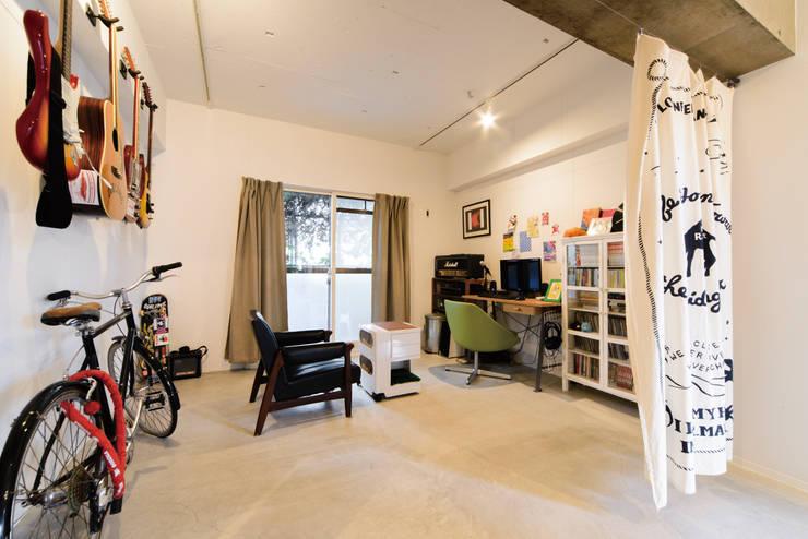 趣味の部屋: 株式会社 アポロ計画 リノベエステイト事業部が手掛けた和室です。