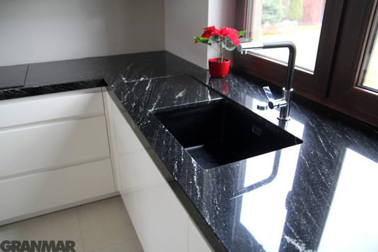 Granitowy blat kuchenny : styl , w kategorii Kuchnia zaprojektowany przez GRANMAR Borowa Góra - granit, marmur, konglomerat kwarcowy,Nowoczesny
