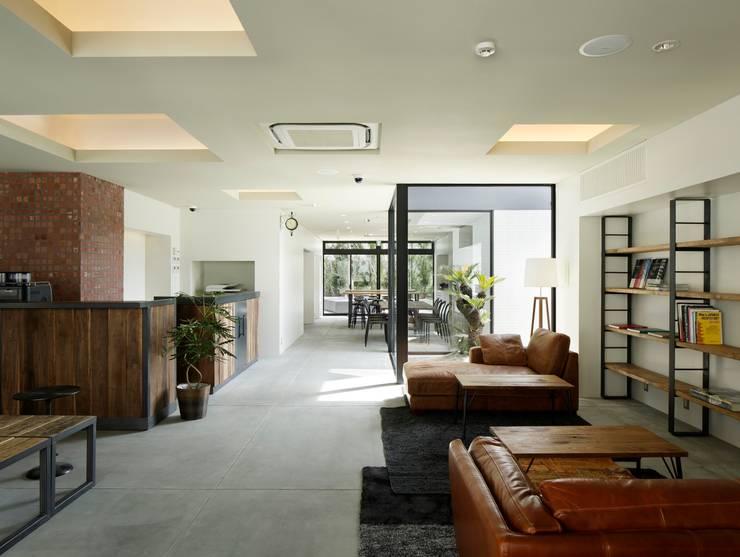PIECE HOSTEL KYOTO: 加藤淳一建築設計事務所/JUNICHI KATO & ASSOCIATESが手掛けたホテルです。,モダン