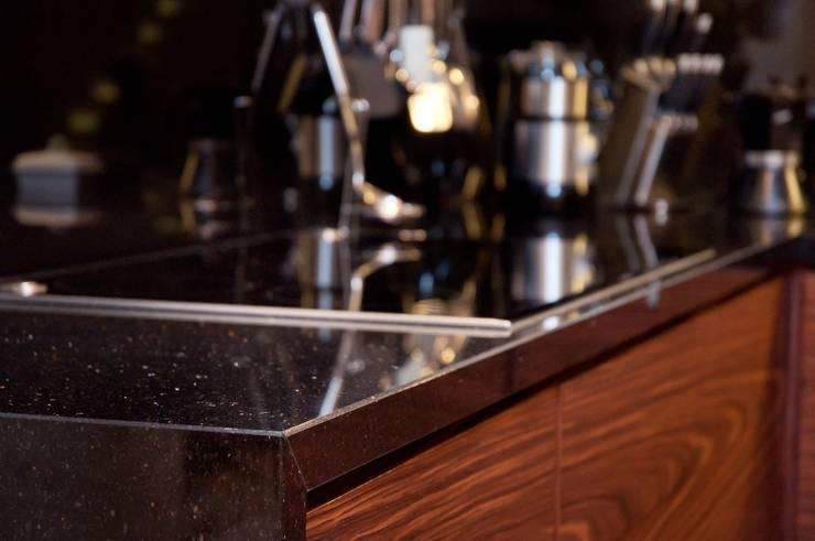 Gierunek - pogrubienie blatu do 4 cm - GRANMAR Sp. z o. o. : styl , w kategorii Kuchnia zaprojektowany przez GRANMAR Borowa Góra - granit, marmur, konglomerat kwarcowy