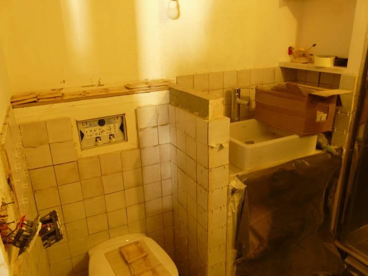 Appartement Pastourelle - Sdb pendant le chantier: Salle de bains de style  par * aurelie.rubin-chabrier . architecture . architecture intérieure .