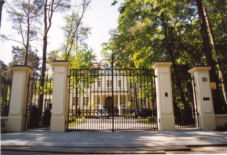 Brama kuta G101 ALMET.com.pl: styl , w kategorii Ogród zaprojektowany przez ALMET Kowalstwo Artystyczne