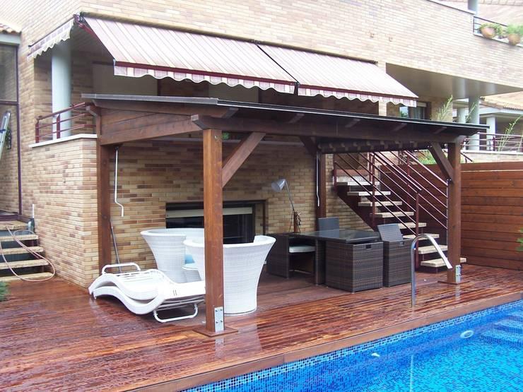 Porche de madera autoportante: Jardines de estilo  de Madera Garden