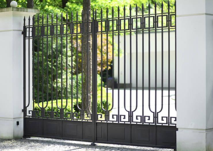 Brama wjazdowa kuta - wzór G269 ALMET.com.pl: styl , w kategorii Ogród zaprojektowany przez ALMET Kowalstwo Artystyczne
