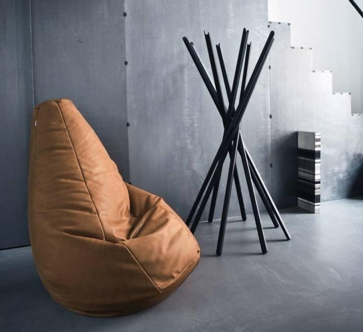 Sacco - Zanotta: Soggiorno in stile in stile Moderno di MOHD - Mollura Home and Design