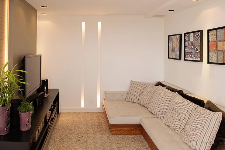 Home Teather: Salas multimídia modernas por AWDS Arquitetura e Design de Interiores