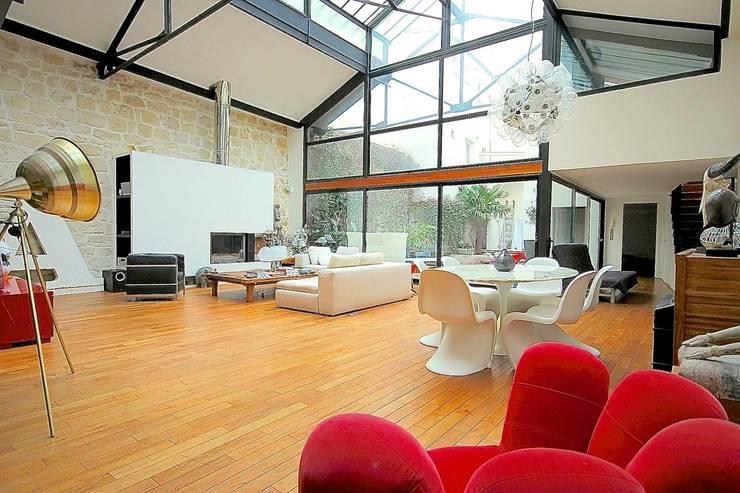 Transformation ferronnerie en maison de ville: Salle à manger de style de style Moderne par Selig&Renault