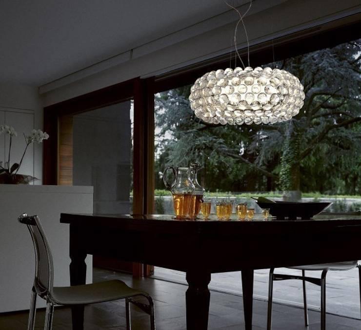 Lampada Caboche by Foscarini: Soggiorno in stile  di MOHD - Mollura Home and Design