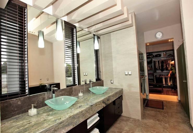 CO 18: Baños de estilo  por AMEC ARQUITECTURA