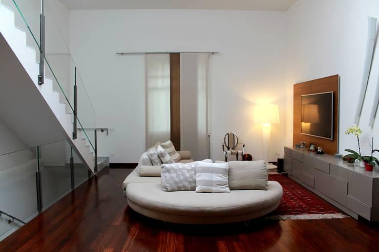 Nuovo soggiorno: Soggiorno in stile  di Zenith-Studio Architetti Associati