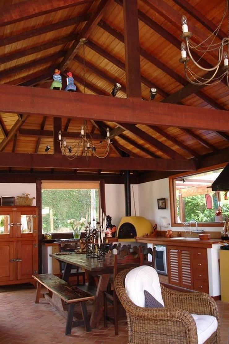 Casa de Campo em Araras: Garagens e edículas  por Cadore Arquitetura
