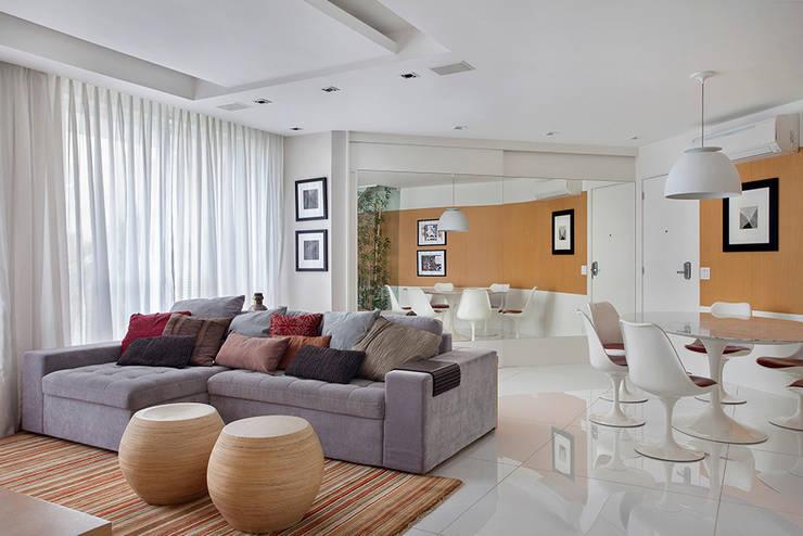 Cobertura Duplex Edificio Mandarim – Condomínio Peninsula Salas de estar modernas por Cadore Arquitetura Moderno