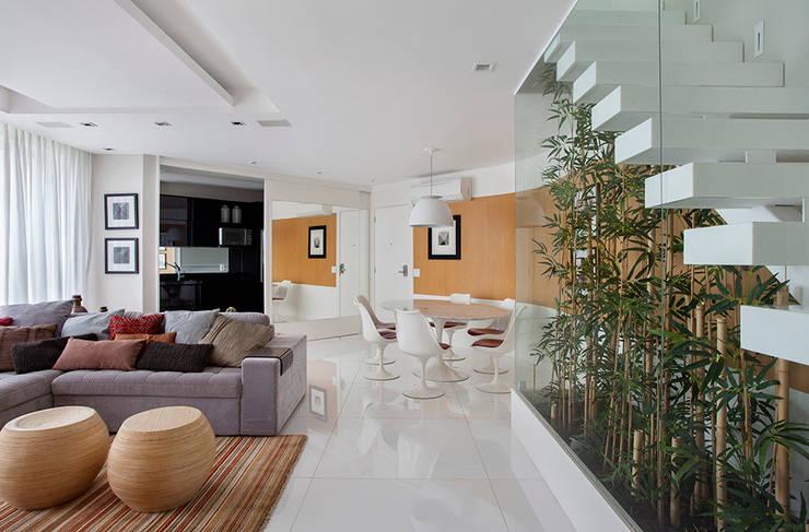 Comedores de estilo  por Cadore Arquitetura