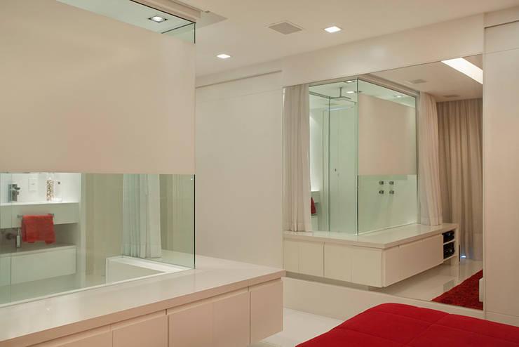 Cobertura Duplex Edificio Mandarim – Condomínio Peninsula Quartos modernos por Cadore Arquitetura Moderno