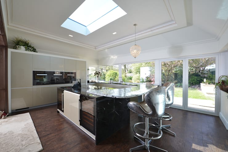 Mr & Mrs Harrison:  Kitchen by Diane Berry Kitchens