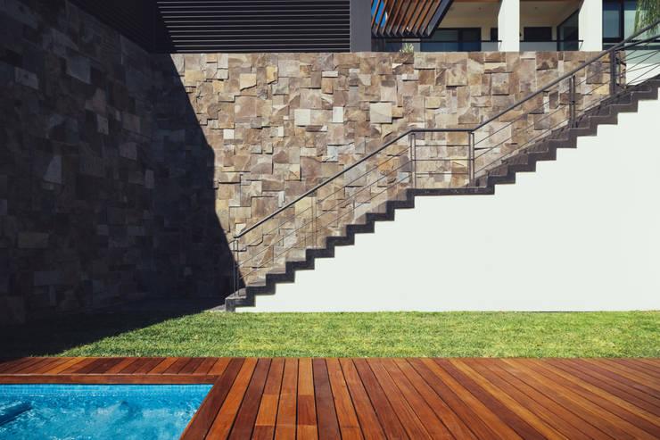 Residencia R53: Jardines de estilo  por Imativa Arquitectos
