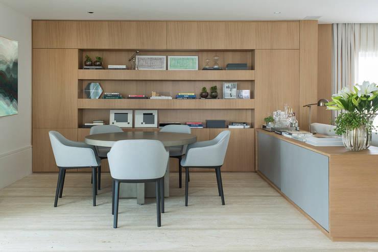Apartamento GR: Salas de jantar  por Triplex Arquitetura