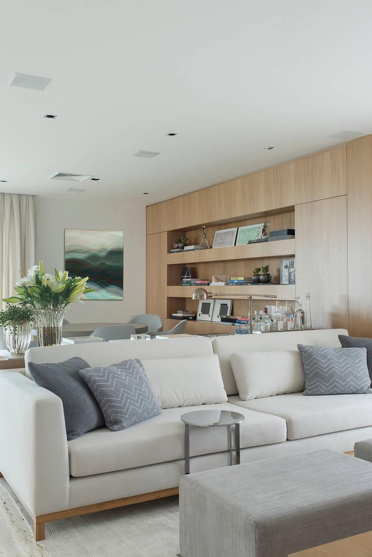 Apartamento GR: Salas de estar  por Triplex Arquitetura