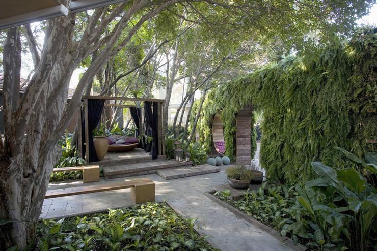 Jardines de estilo  por ricardo pessuto paisagismo