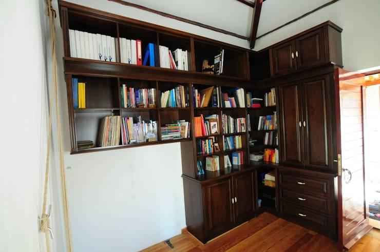 AÇAR MOBİLYA DEKORASYON – Ceviz masif kitaplık: klasik tarz tarz Çalışma Odası