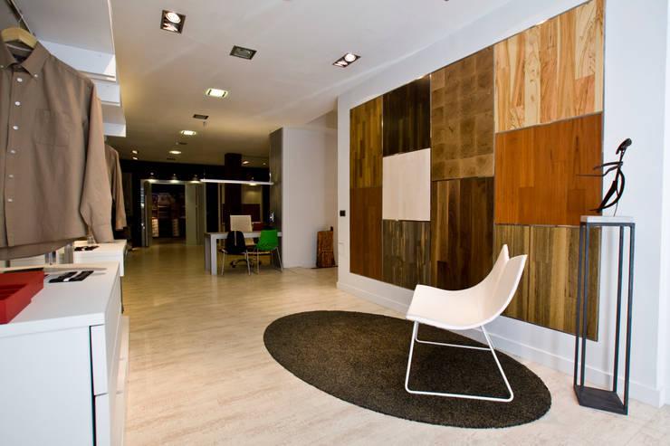 totparket espacio comercial : Espacios comerciales de estilo  de Estatiba construcción