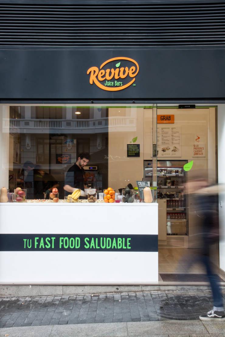 revive  Madrid: Locales gastronómicos de estilo  de Estatiba construcción
