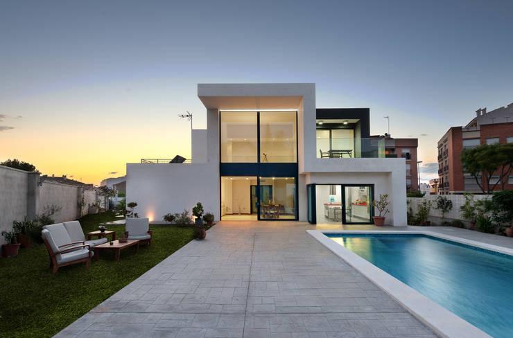 Casa Sanchez: Casas de estilo minimalista de TOV.ARQ Estudio de Arquitectura y Urbanismo