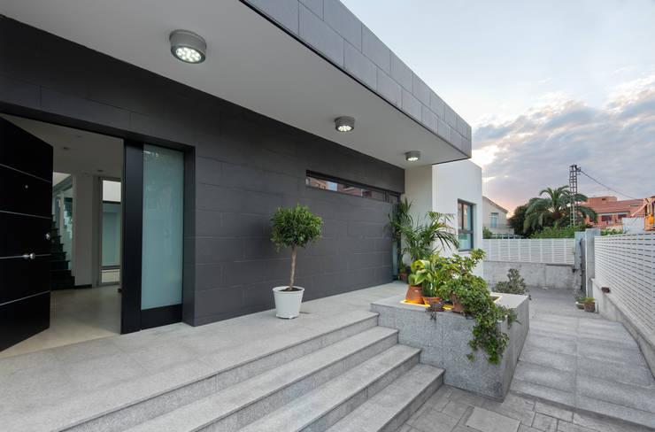 Case in stile  di TOV.ARQ Estudio de Arquitectura y Urbanismo