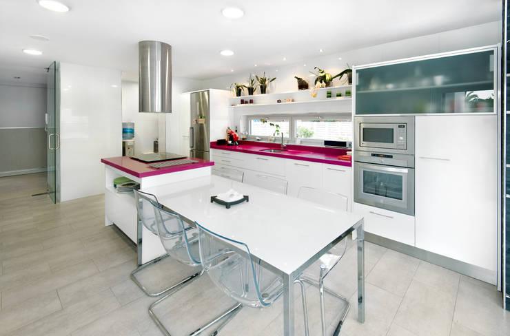 Cucina in stile  di TOV.ARQ Estudio de Arquitectura y Urbanismo