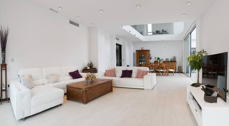 Soggiorno in stile in stile Minimalista di TOV.ARQ Estudio de Arquitectura y Urbanismo